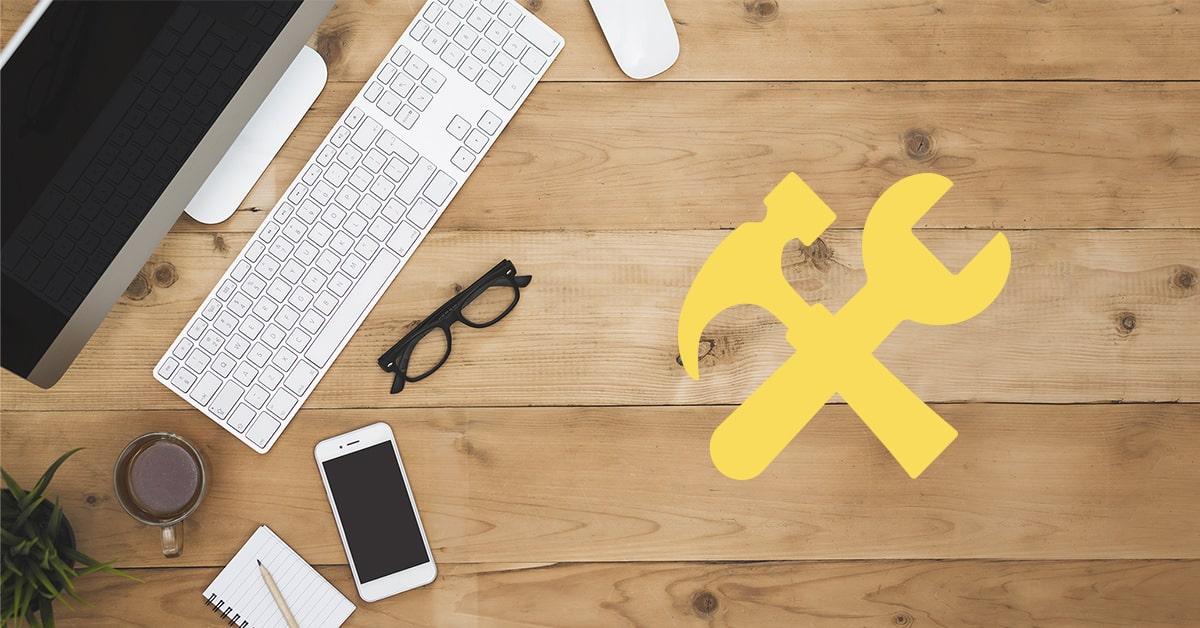 best social media tools text on wooden desk
